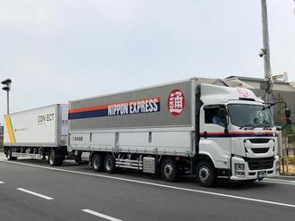日通トラクターとヤマト運輸トレーラーの連結.jpg